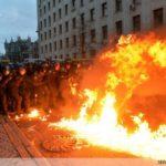 В это самое время лидеры западных государств, вице-президент Байден, послы ЕС, в один голос утверждали, что имеем дело с мирными протестами.