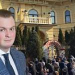 Сын Олега Гладковского-Свинарчука Игорь, безпрепядственно выехал из Украины.