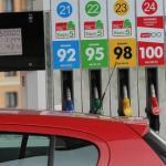 Кабинет министров на внеочередном заседании, ввел государственное регулирование цен на топливо.
